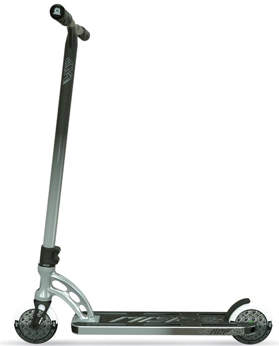 Трюковый самокат MGP Madd Gear VX9 TEAM SCOOTER 4.8 x 20 Inch propane, хром-черный - фото 9343